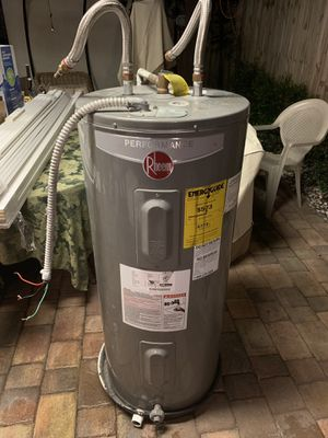40 gallons electric water heater for Sale in Hollywood, FL