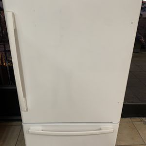 Whirlpool Gold 33 inches Width In Excellent Conditions for Sale in Los Angeles, CA