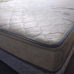 "Queen Mattress 10"" Atlas(Have a Black Marker Stain) And Box Spring. Free Delivery. for Sale in Orlando, FL"