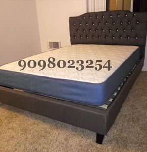Queen gray tufted bed w. Orthopedic mattress included for Sale in Perris, CA