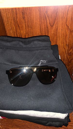Louis Vuitton sunglasses aviators 10000000% Authentic for Sale in Queens, NY