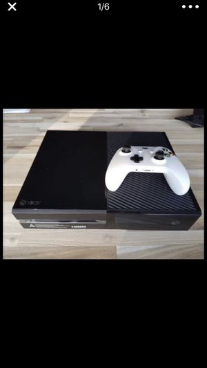 Jet black Xbox one with games cables and all accessories for Sale in Fort Washington, MD