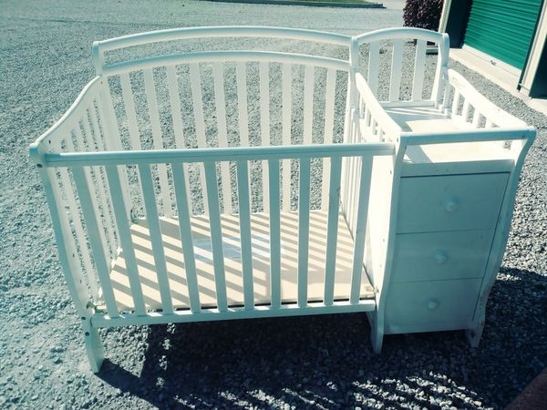 Baby bed changing table. 2 drawers