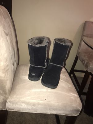 UGG Boots sz 10 for Sale in Valley View, OH