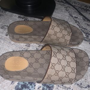 Mens Gucci Slides 9.5 for Sale in Philadelphia, PA
