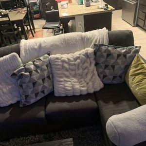 Gray Chaise Couch for Sale in Santa Clarita, CA