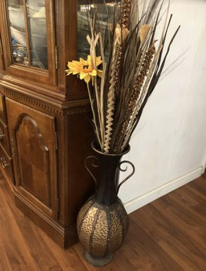 Vase and flowers for Sale in Pittsburg, CA