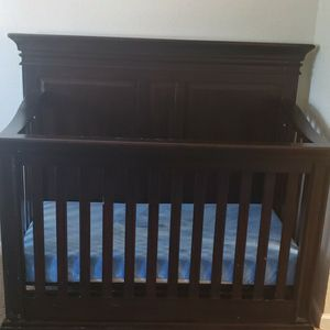 Baby Cache Vienna Crib Espresso Pre-owned Pick Up Only for Sale in Castro Valley, CA