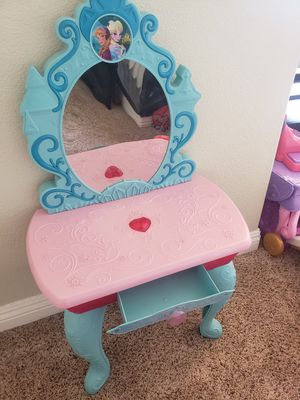 FROZEN vanity for toddlers for Sale in Wildomar, CA