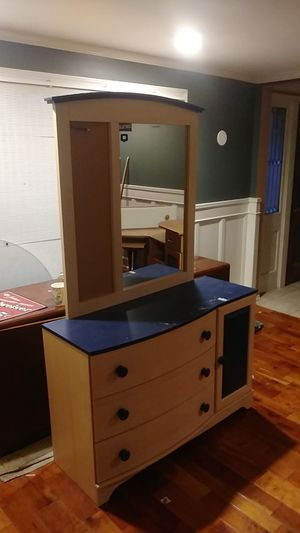 Dresser with mirror for Sale in Orchard Park, NY