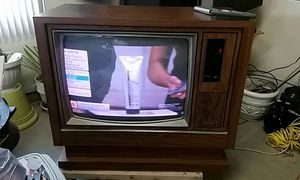 "28"" remote control color TV for Sale in Clarksburg, WV"