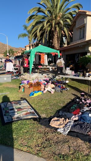 Family yard sale for Sale in Moreno Valley, CA