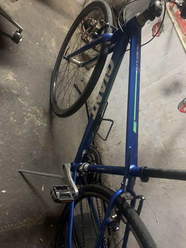 Giant 3 road bike