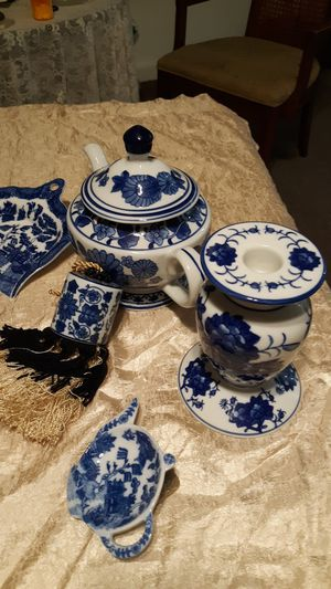 REDUCED Porcelain Asian Decor for Sale in Yellville, AR