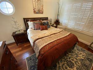 Complete bedroom set. for Sale in Covina, CA