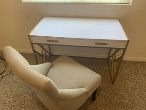 Desk and chair for Sale in Laveen Village, AZ