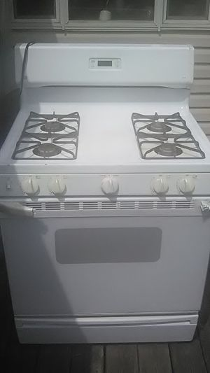 Kitchen gas stove all four burners work oven doesn't needs valve for Sale in Beaver, WV