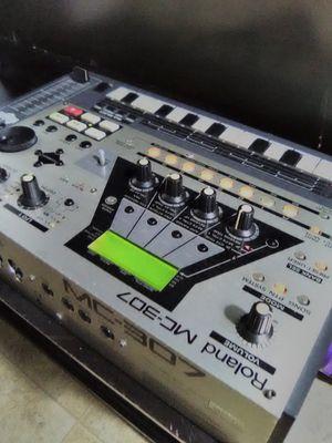 Roland mc-307 drum machine for Sale in San Antonio, TX