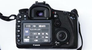 Canon 7D Body with Battery, Charger, & Memory Card for Sale in Grants Pass, OR