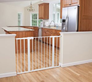 "Safety 1st Easy Install Extra Tall and Wide Baby Gate with Pressure Mount Fastening 29""-47""wide 36""tall for Sale in Las Vegas, NV"