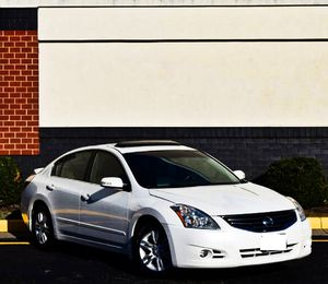 Price $1000 2010 Nissan Altima for Sale in Columbus, OH