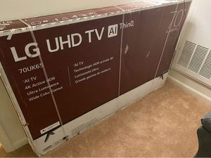 70 inch LG smart tv with wall mount for Sale in Fort Washington, MD