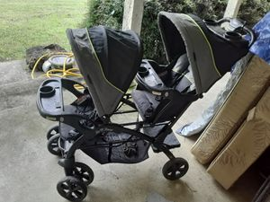 Sit and stand double baby stroller for Sale in Lewisburg, TN