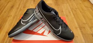 Nike Indoor Soccer shoes size 9.5 for Men for Sale in Paramount, CA