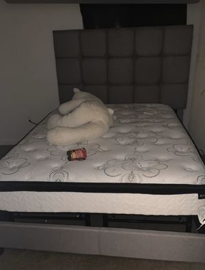 Queen size bed for Sale in Memphis, TN
