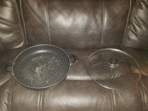 "Large 14"" accross frying pan with lid for Sale in Stockton, CA"