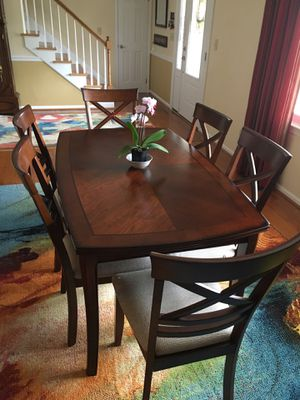 Dining Table with 6 Chairs for Sale in Virginia Beach, VA