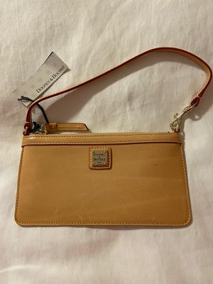 Dooney & Bourke wristlet new with tags for Sale in North Miami Beach, FL