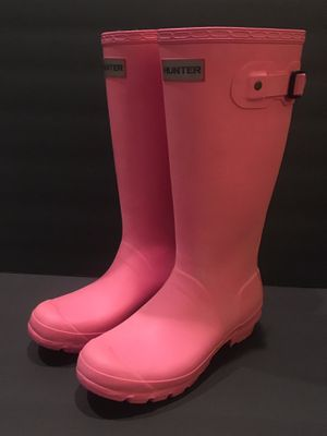 Kids Hunter rain boots size 6, Pink for Sale in Willow Spring, NC