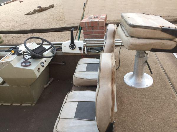 16' Duracraft Aluminum Boat - 35hp Johnson 2 stroke motor / 2 Gas tanks / Deep Cycle battery / 36lb Minnkota Trolling motor / Swivel seats with lots