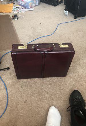 Men's / Women's leather Briefcase for Sale in Enumclaw, WA