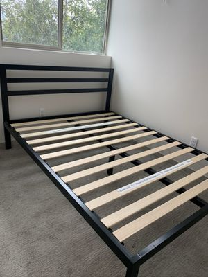 Queen platform bed frame for Sale in Seattle, WA