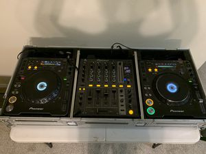 PIONEER Dj SET (2cdjs 1000 +djm700 + case+ Serato interface bundle) for Sale in Grand Prairie, TX