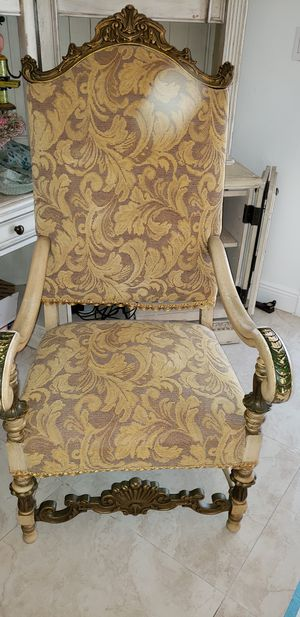 Throne antique chair for Sale in Miami, FL