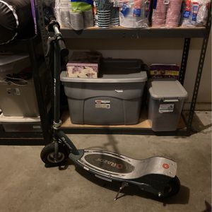 Razor Scooter I Need Money I Can Work Around The Price It's In Good Condition And Would Be A Good Christmas Present L for Sale in Fresno, CA