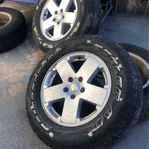 JEEP WHEELS AND TIRES 255/70/18 for Sale in St. Louis, MO