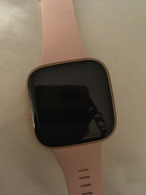Like new Fitbit versa 2 with Alexa for Sale in Los Angeles, CA