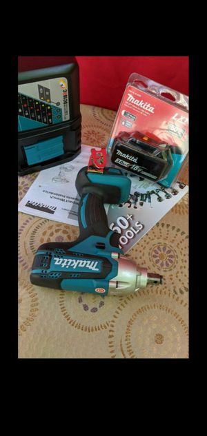 MAKITA 18-VOLT LITHIUM ION CORDLESS 1/2 IN IMPACT WRENCH KIT for Sale in San Bernardino, CA
