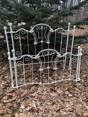 White Queen headboard and footboard for Sale in Pleasant Lake, MI