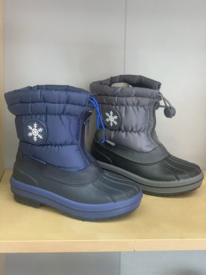 Snow boots for boys kids sizes 2, 3, 4 for Sale in Bell, CA