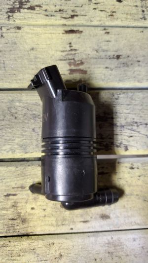 98 to 2001 tacoma prerunner windshield washer reservoir motor new for Sale in Ontario, CA