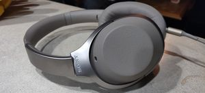Sony wh 1000xm2 Bluetooth for Sale in Long Beach, CA