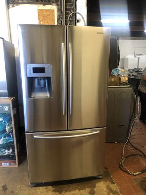 70X36X33 Samsung french door refrigerator/nevera tres puertas for Sale in Perth Amboy, NJ