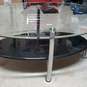 Oval Tempared Glass Center Table for Sale in Salinas, CA
