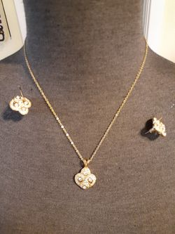 Vintage gold costume Multi Diamond rhinestone necklace and earring post set for Sale in San Diego,  CA