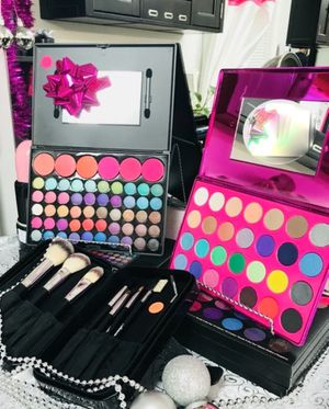 Professional Eyeshadow Palettes for Sale in Chesapeake, VA